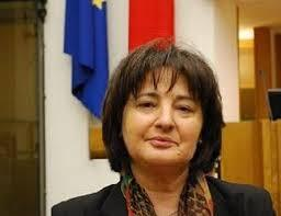 Fernanda Cecchini - Assessore alla qualità del territorio e del patrimonio agricolo, paesaggistico, ambientale dell'Umbria, cultura Terni